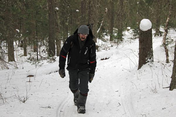 Инструктор Игорь по всему маршруту идет замыкающим - страхует группу